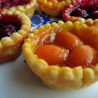 Εύκολα ταρτάκια με μαρμελάδα και φρούτα