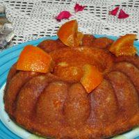 Κέικ αρωματισμένο με  κυνόροδα και καρδάμωμο