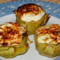 Αγκινάρες γεμιστές με σπανάκι και επικάλυψη γιαουρτιού
