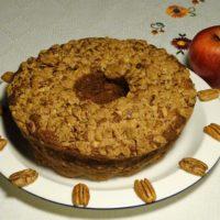 Κέικ με μήλα και επικάλυψη κράμπλ από πεκάν