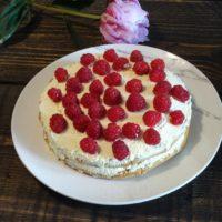 Κέικ με κρέμα και φρέσκα φρούτα