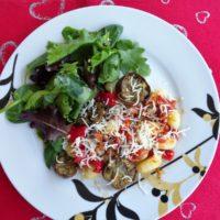 Gnocchi με μελιτζάνες και σάλτσα πιπεριάς